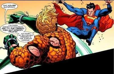 aquaman golpea a superman
